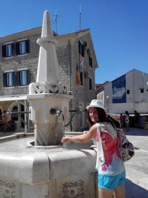 П'ємо воду у фонтані Карача
