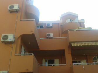Практически в каждом номере виллы имеются балконы