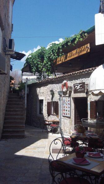 Ресторанчик у старому місті Будви