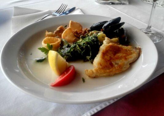 Рибний обід основне блюдо