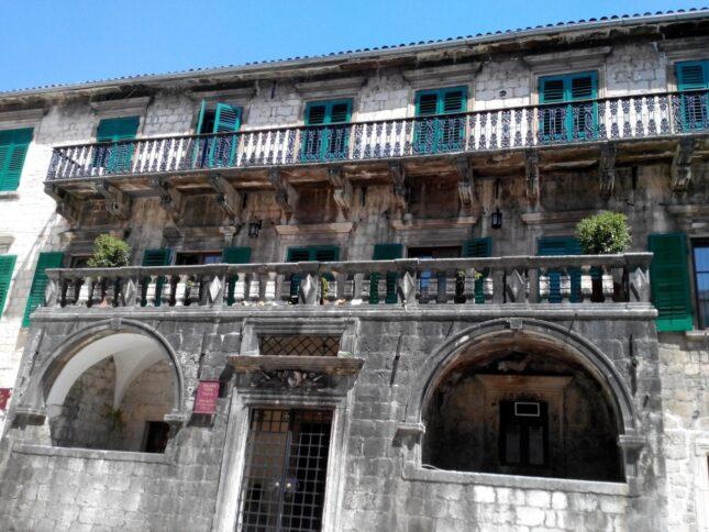 Найдовший балкон