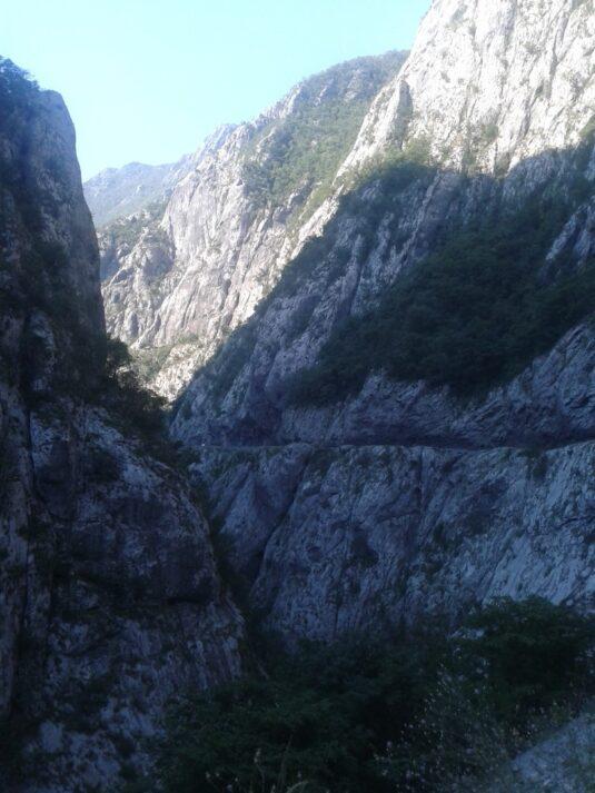 Скелястий каньйон річки Морача