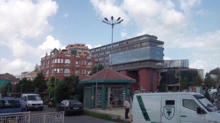 Современные здания в Албании
