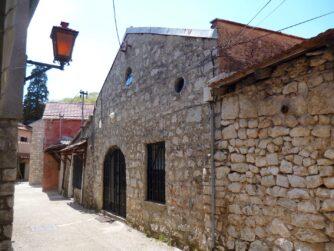Старовинні будівлі в Требіньє