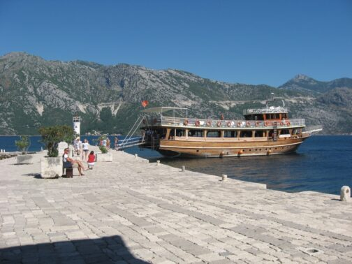 Туристичні кораблики до Госпа од Шкрпела