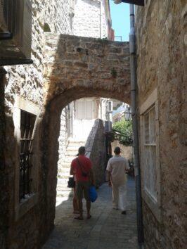 Туристи в Старому місті