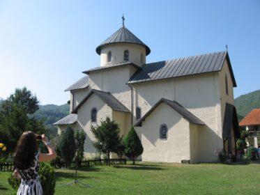 Уютный монастырь в горах