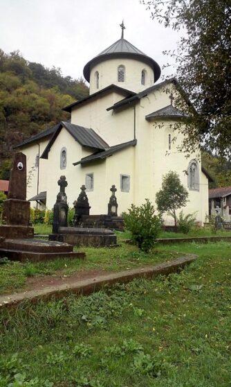 Монастырь Морача осенью