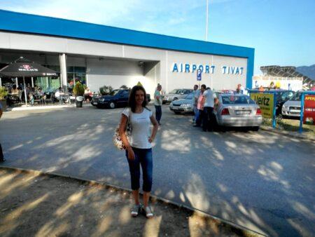 Такси возле аэропорта в Тивате