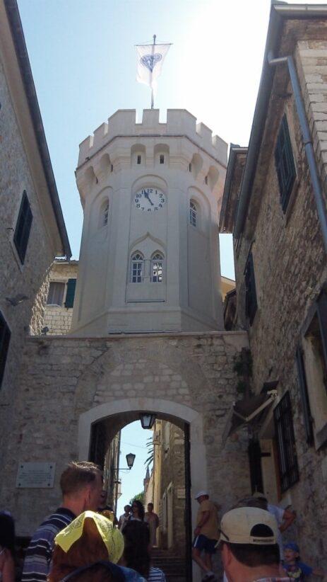 Часовая башня в серце Герцег-Нови