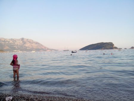 Море у берегов Славянского пляжа, Черногория