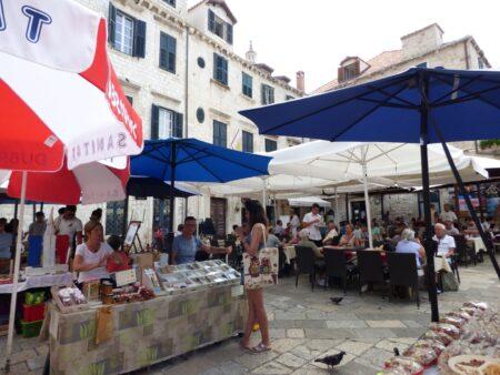 Фруктово-овощной рынок в Дубровнике, Хорватия