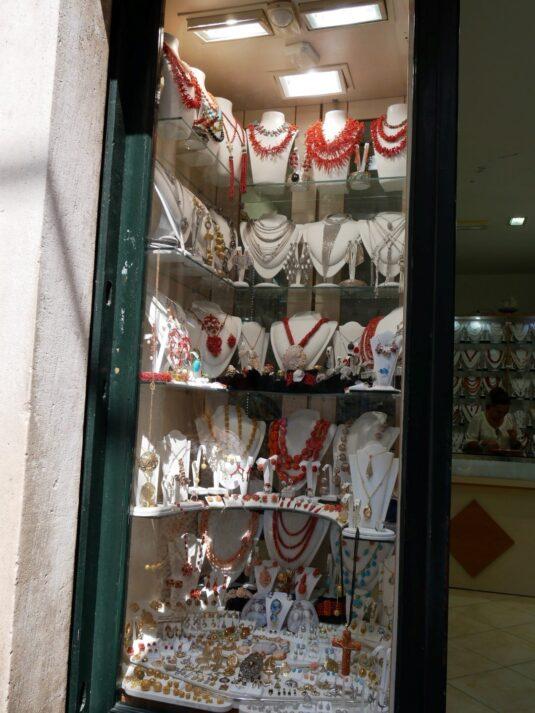 Коралловые украшения в Дубровнике