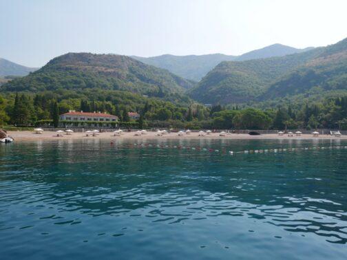 Королевский пляж в Черногории вид с моря