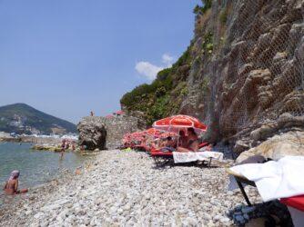 Набережная острова Святой Николай в Черногории