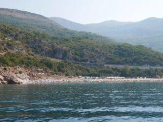 Пляж Каменево в Черногории с моря