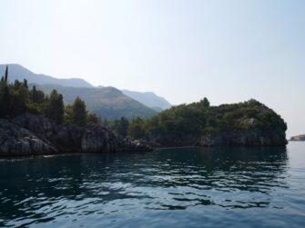 По дороге к пляжу Королевы в Черногории