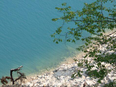 Цвет воды в Пивском озере, Черногория