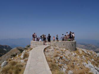 Обзорная площадка на вершине горы