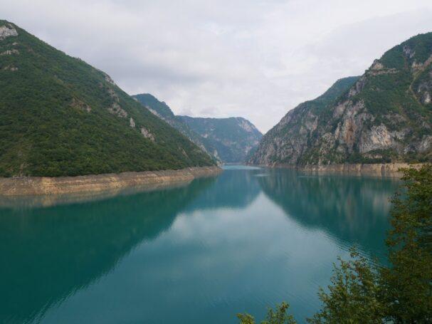 Пивское озеро по дороге на рафтинг