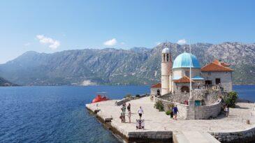 Церковь Богородицы на Утесе в Черногории