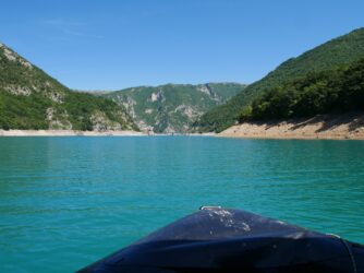 Катание на лодке по Пивскому озеру
