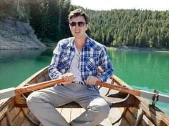 Човен на Чорному озері