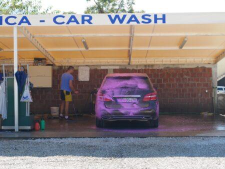 Мийка прокатного авто перед здачею