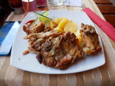 Обід у горах Чорногорії