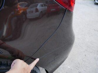 Типичная для прокатной машины царапина на бампере