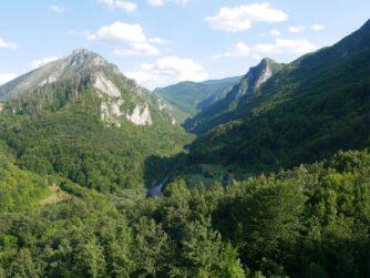 Вид на горы с моста