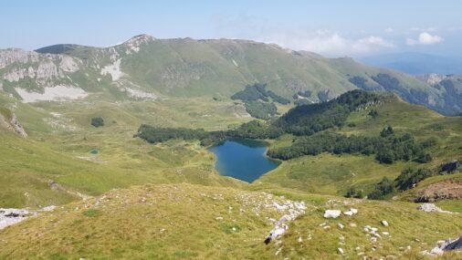 Озеро в горах Черногории
