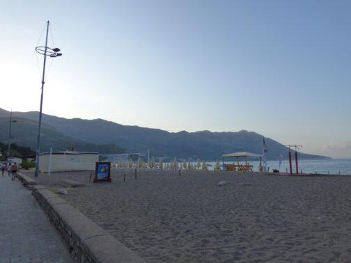 Пляж в городке Бечичи из Будвы