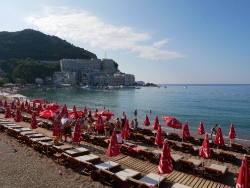 Пляжи в Рафаиловичах из Будвы