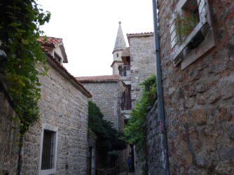 Улочки Старого города Будвы в Черногории
