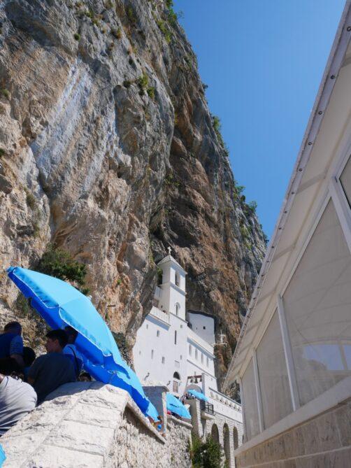 Всемирноизвестный монастырь Острог в Черногории