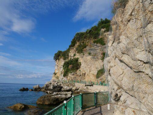 Мальовнича стежка до пляжів Могрен