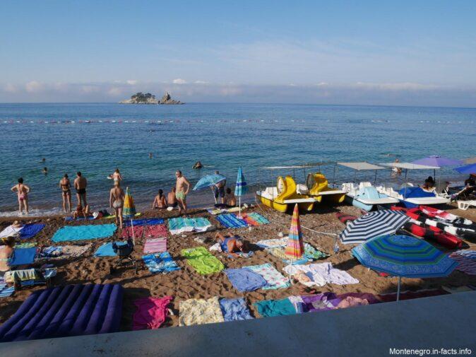 Количество людей на пляже в Петроваце