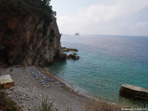 Небольшой пляж в окрестностях Петроваца