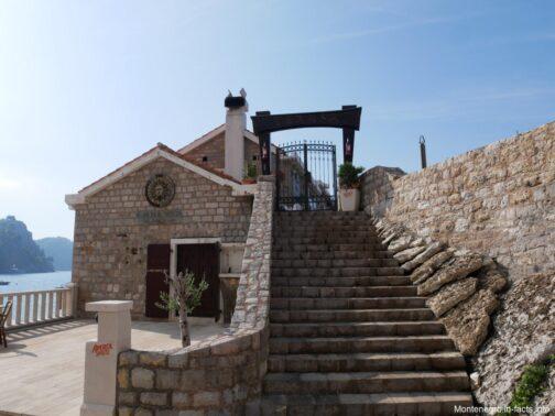 Рядом с крепостью Кастелло